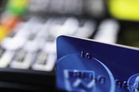 Credit card machine with card being swiped through it Banco de Imagens