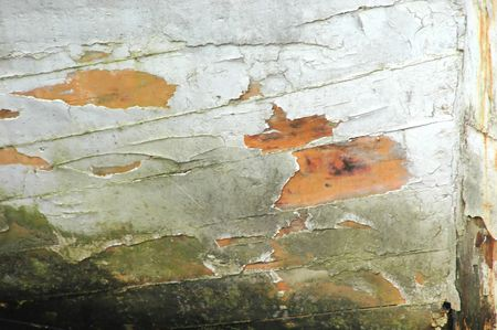 Chipped wood on a ship hull. 版權商用圖片
