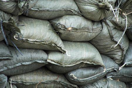 Sacos de arena en una obra de construcción listos para situaciones de emergencia inundaciones.  Foto de archivo - 1281101