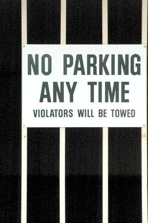 no parking: Pas de parking tout moment.