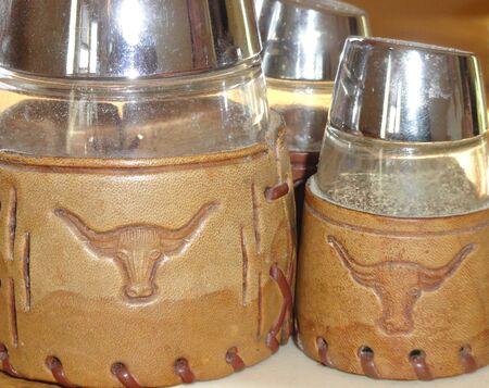 Country western salt and pepper shakers. Imagens