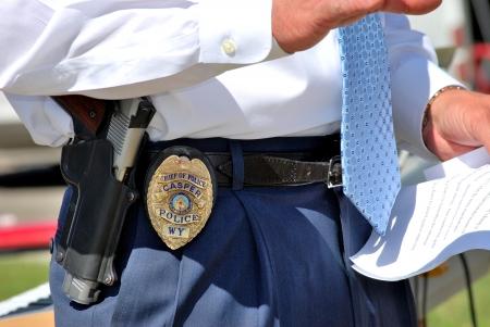 chris: Casper, Wyoming, Junio ??15, 2012 --- Casper jefe de polic�a Chris Walsh hablando fuera a una audiencia en Casper, Wy.