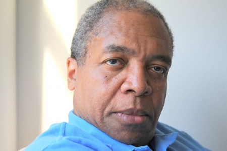 Expressions mâles d'Afro-américain à la maison Banque d'images - 20409387