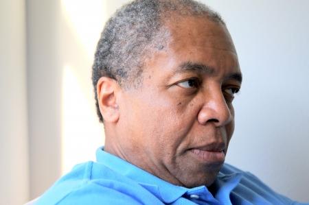 Humeurs homme afro-américain à la maison Banque d'images - 20409388