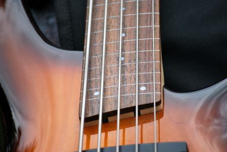 entracte: Guitare basse �lectrique assis sur sc�ne pendant l'entracte