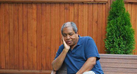 Activités de plein air en expressions masculine afro-américaine. Banque d'images - 54386372
