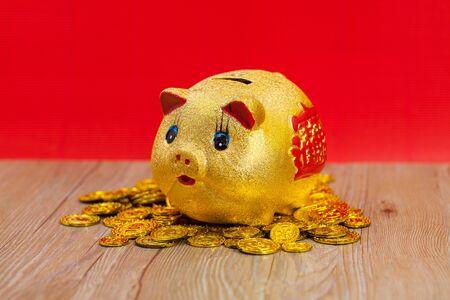 thriving: Golden pig banker