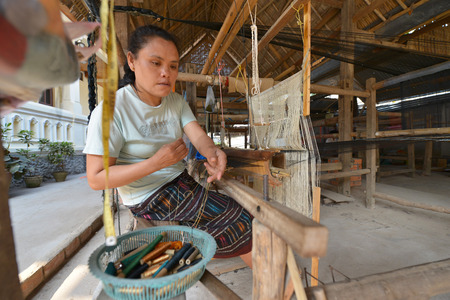 textil: Luang Prabang, Laos  Unidentified woman worker in silk production factory on March 1, 2014 in Luang Prabang, Laos