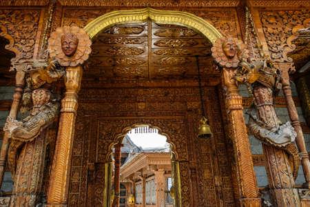 Views of the Hindu temple of Narayan Nagini in the village of Kalpa in Himachal Pradesh, India. Banque d'images