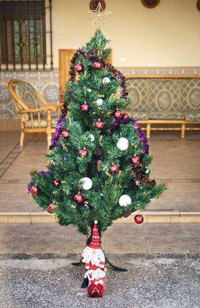 patio: Santa claus and a christmas tree in a patio in a country house Stock Photo