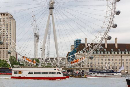 LONDON, ENGLAND - JULY 9: View of the entrance to the famous London ferris wheel called the London Eye, next to the River Thames on a cloudy summer day on July 9, 2016 in London, England Redactioneel