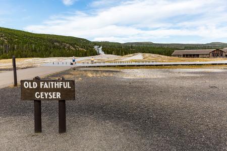 spasmodic: Old Faithful Geyser in Yellowstone National Park, USA