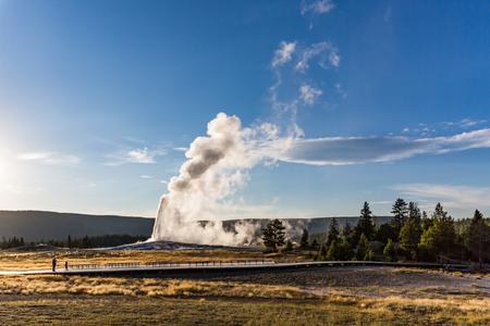 Old Faithful Geyser nel Parco Nazionale di Yellowstone, Stati Uniti d'America