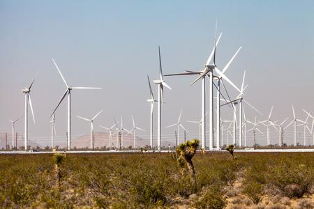 モハーベ砂漠、カリフォルニア州の風力発電地帯