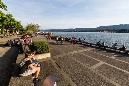 bellevue: ZURICH, SWITZERLAND - MAY 17: View to the Mountain Uetliberg from the Zurich Lake promenade on May 17, 2015. Zurich is the biggest city in Switzerland.
