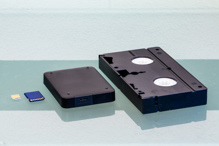 videocassette: Las vistas de detalle de medios de almacenamiento sobre una mesa de cristal