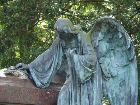 weeping angel: Angel statue on a graveyard