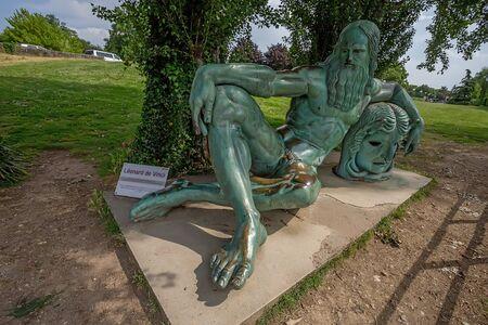 leonardo da vinci: Sculpture of Leonardo da Vinci, Amboise, France