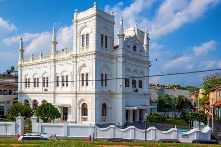 onshore: Meera Mosque in Galle