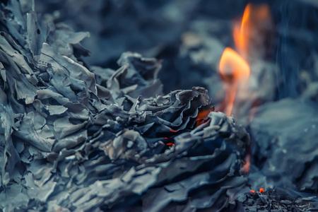 灰および燃え差し