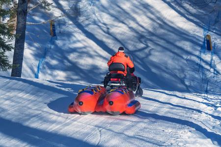 Snow banana boat for tubing