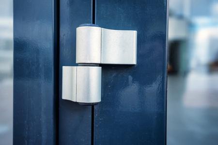 corroded: Brand new door hinge