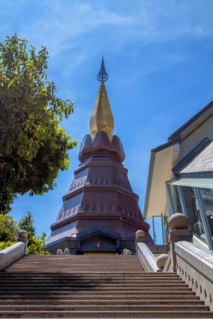royal: Phra Mahathat Napametanidon at Doi Inthanon