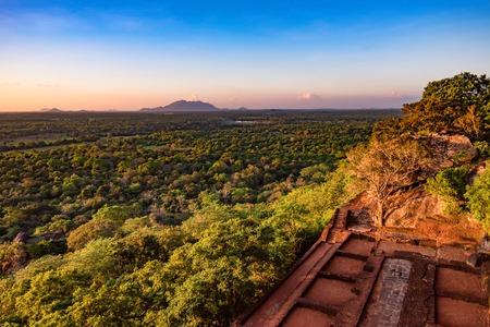 Sitio arqueológico de Sigiriya Foto de archivo - 85056124