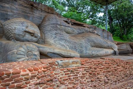 The reclining image of Buddha in Gal Vihara Imagens