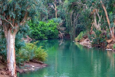 요르단 강. 예수님이 침례를 받으 셨던 곳