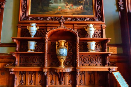 ALUPKA, RUSSIA - MARCH 21, 2013: Wooden shelves with vases in Vorontsov Palace Archivio Fotografico - 97343119