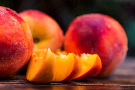 Fresh ripe peaches and slices on wooden table 版權商用圖片