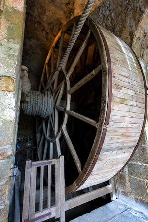 Medieval wheel in Mont Saint-Michel abbey , France Banque d'images