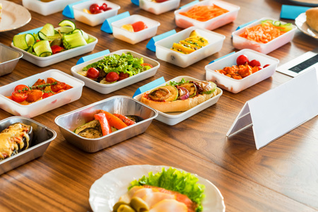 Airplane food presentation with variety of in flight meals Stockfoto