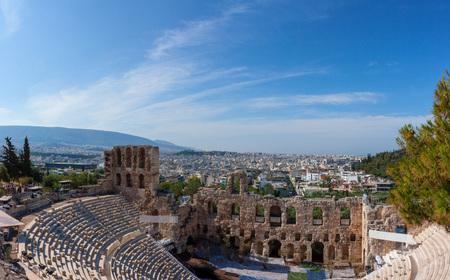 Schönes Panorama von Athen in Griechenland mit Odeon des Herodes Atticus Standard-Bild