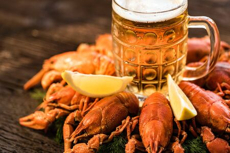 Boiled crayfish with beer on wooden background Stockfoto - 129111742