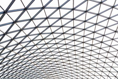 Transparent roof of shopping mall with modern ceiling Фото со стока - 136270560