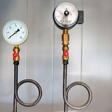Pressure gauge with the Perkins tube. Square Banco de Imagens