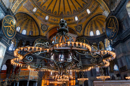 ISTANBUL, TURKEY - 10 DECEMBER 2020: chandelier in Hagia Sophia Mosque interior Редакционное