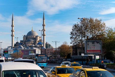 ISTANBUL, TURKEY - 9 DECEMBER 2020: Fatih Camii or Conquerors Mosque city view Редакционное