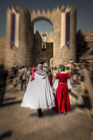 edad media: personas vestidas Edad Media, mercado medieval, Ávila,