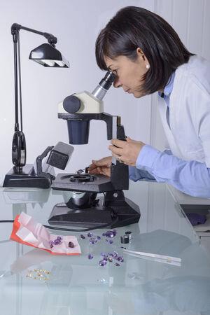 gemology: Gemmologia o gemmologia � la scienza che si occupa di gemme naturali e artificiali e pietre preziose