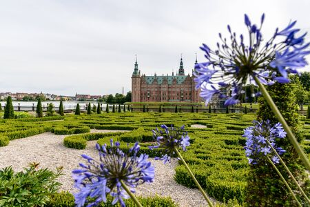 Frederiksborg Castle is situated in Hillerd, north of Copenhagen. This impressive and unrivalled Renaissance castle was built in the first decades of the 17th century by the legendary Danish King Christian IV and incorporates the best of Renaissance archi Éditoriale