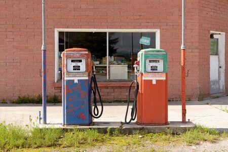 Abandoned and closed vintage fuel pump at petrol station. Reklamní fotografie