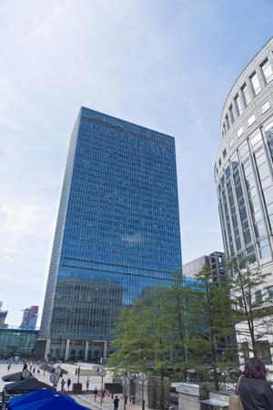 Londra, Regno Unito - 13 agosto 2017: La sede di JP Morgan a Canary Wharf nel cuore finanziario di Londra dipinto contro un cielo blu chiaro