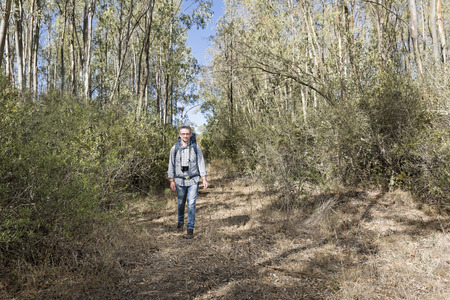 Hiker in the Sardinian Forest of eucalyptus with mirrorless camera Archivio Fotografico