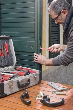 Locksmith repair a door lock replaces the lock and fixes the screws.
