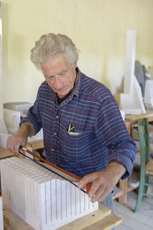 San Sperate, Italy, Sardinia - April 22, 2014: Italian muralist and sculptor Pinuccio Sciola Within his workshop as an artist and sculptor of San Sperate in Sardinia. The musical stones. Archivio Fotografico - 105180110