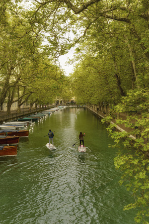 France, Annecy - May 01, 2018: The bridge of Lac d'Annecy. Archivio Fotografico - 105180202