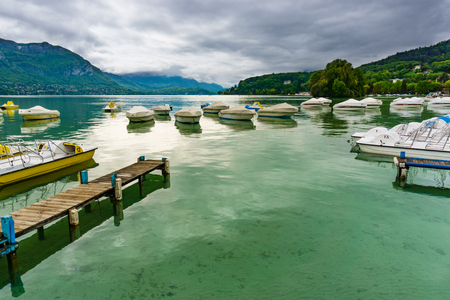 France, Annecy - May 01, 2018: Annecy Lake during the winter (France - Haute Savoie) Archivio Fotografico - 105180203